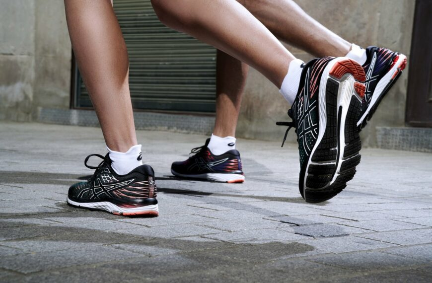 How to Choose Comfortable Yet Stylish Running Shoes