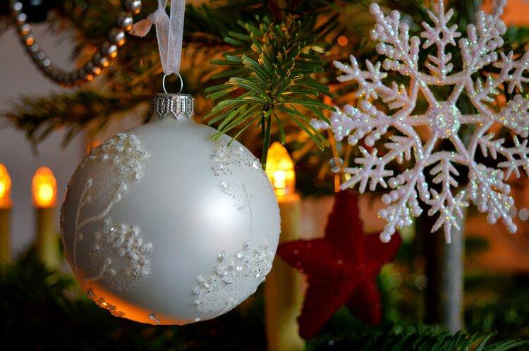 christmas balls 4598127 1920
