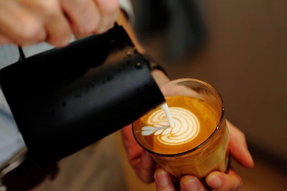 coffeepouredfromjugtocup