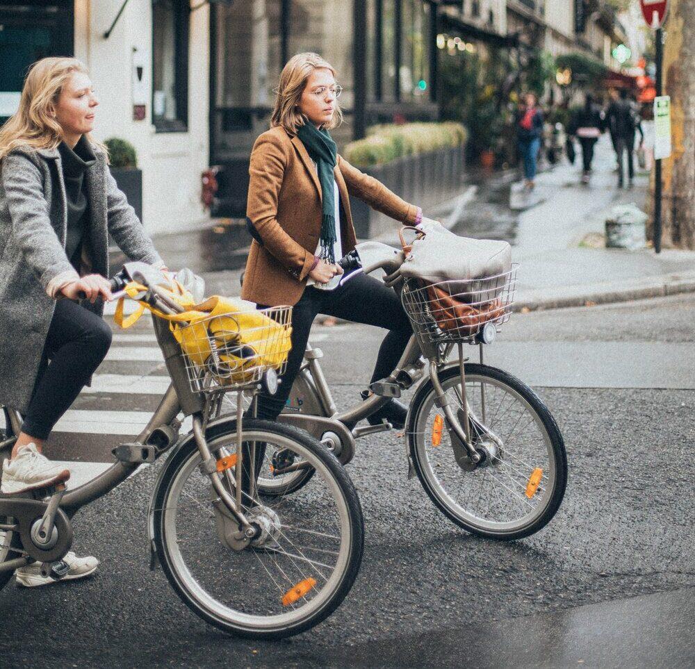 1 women riding bikes 1850629 e1630001263993