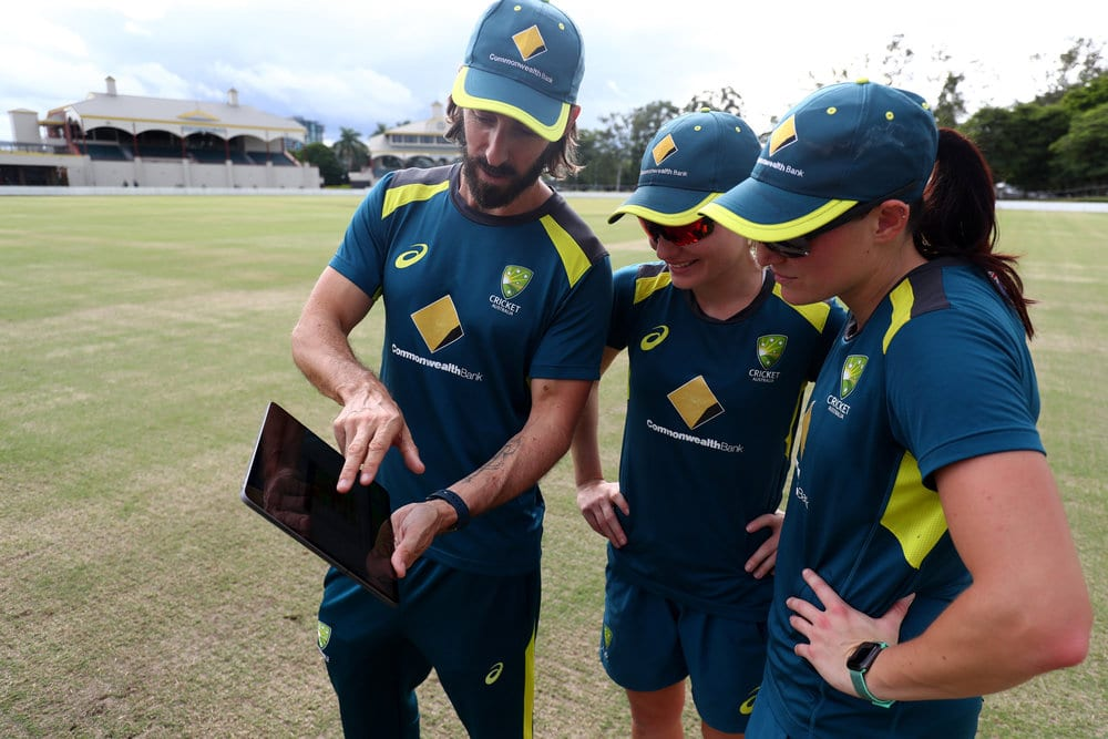 Australia womens cricket team uses Apple Watch coach with players 062319