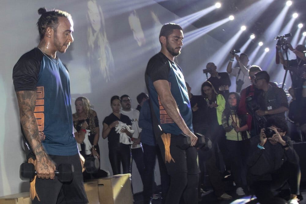 Lewis Hamilton Trains With Mexican Boxing Legend, Julio Cesar Chavez
