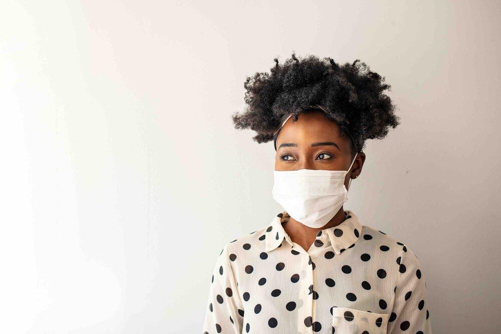 Ladywearingafacemask