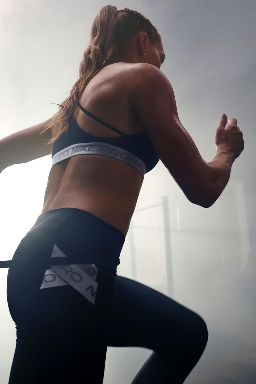 The strappy design of the Nike Pro AeroAdapt Sports Bra has sweat-activated ventilation to keep you comfortable in your transitions from strength movements to cardio.