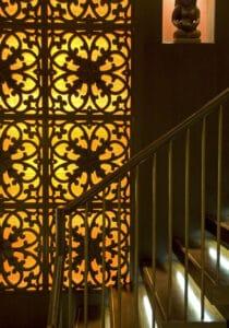 StairwellHibiscusScreenDSC 0004