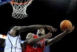 basketballplayerdefendingthenet