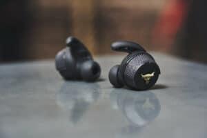 cq5dam 190402 C1 FW19 Earbuds S06 0094 1 v 0