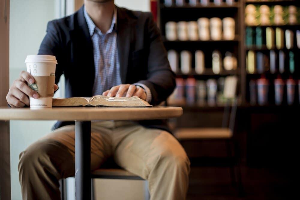 mansitsdrinkingcoffee