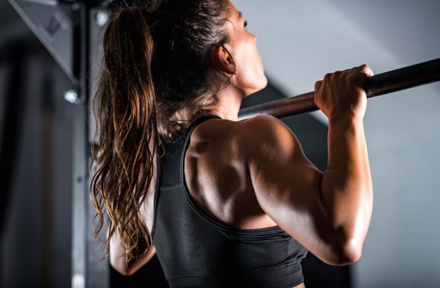 Tips For How Women Can Build Up To Doing Pull Ups