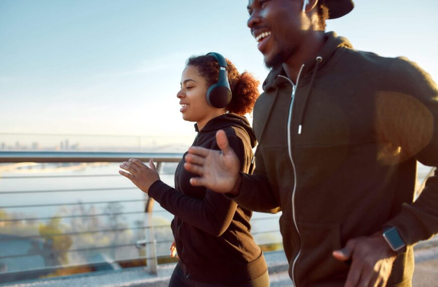 Psychological Reasons Why You Might Workout Better With A Friend