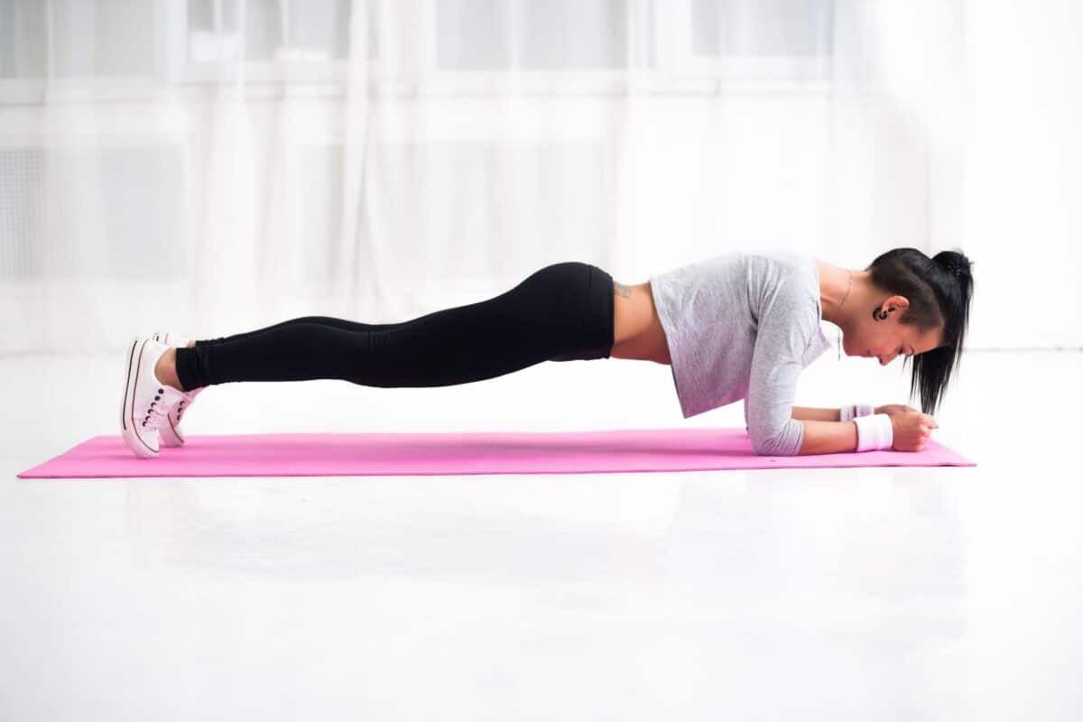 This 5-Minute AB Attack Workout Is Everything Your Body Needs Right Now