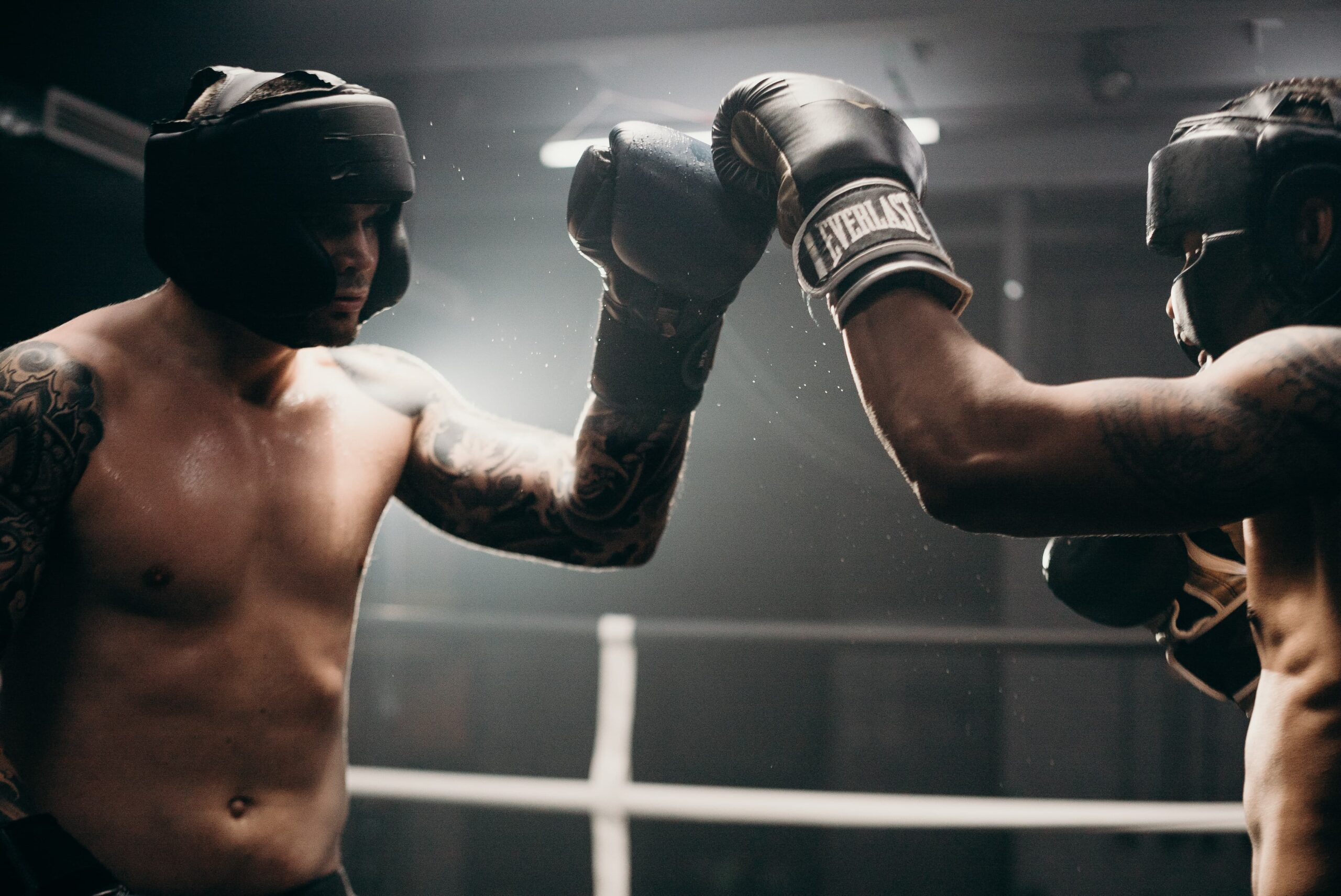 boxers touch gloves 1 scaled