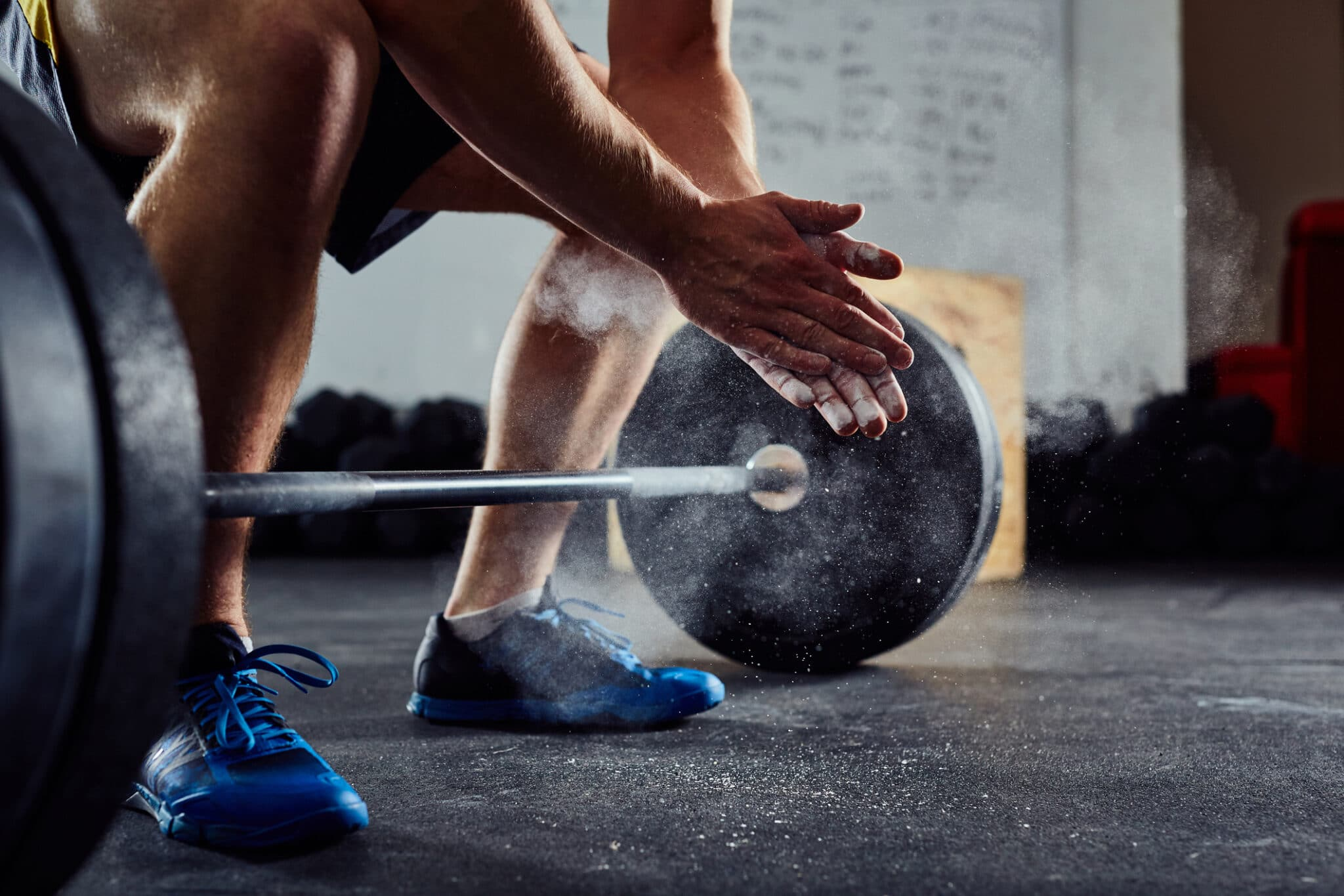 hands powdered to lift weights