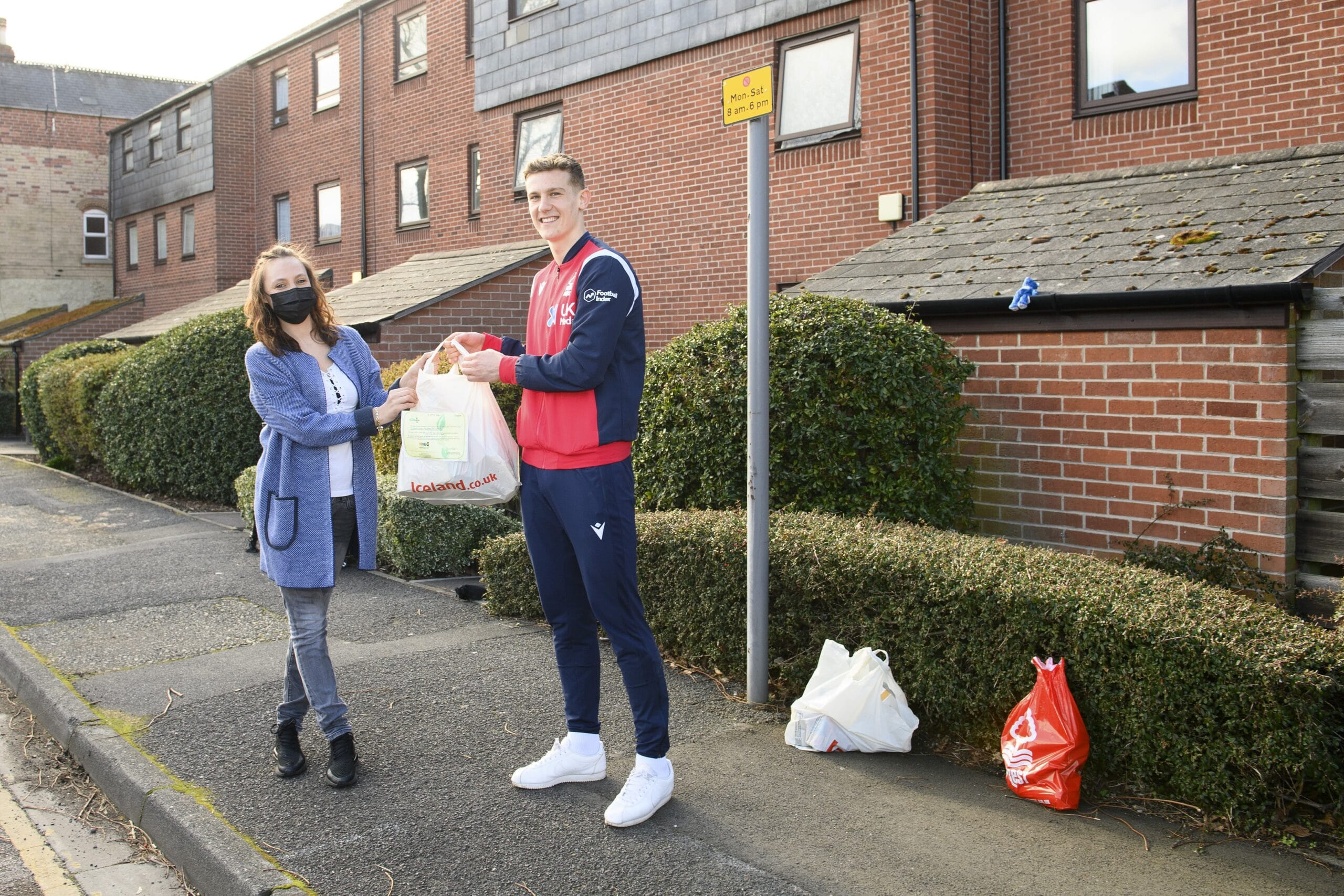 Nottingham Forests Ryan Yates gives food parcel to local resident. This is the one millionth food parcel delivered by EFL Clubs scaled