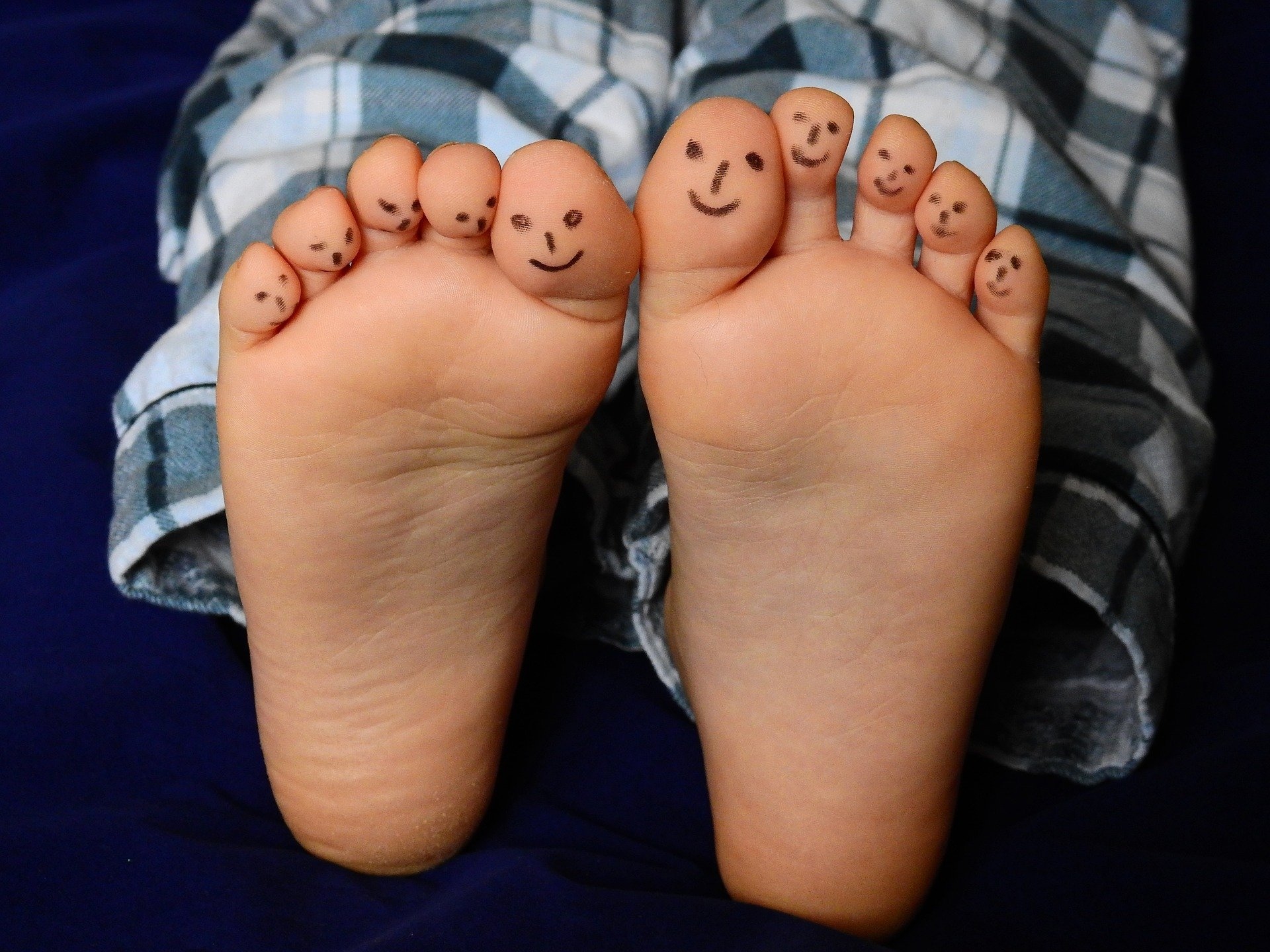 smiley face feet