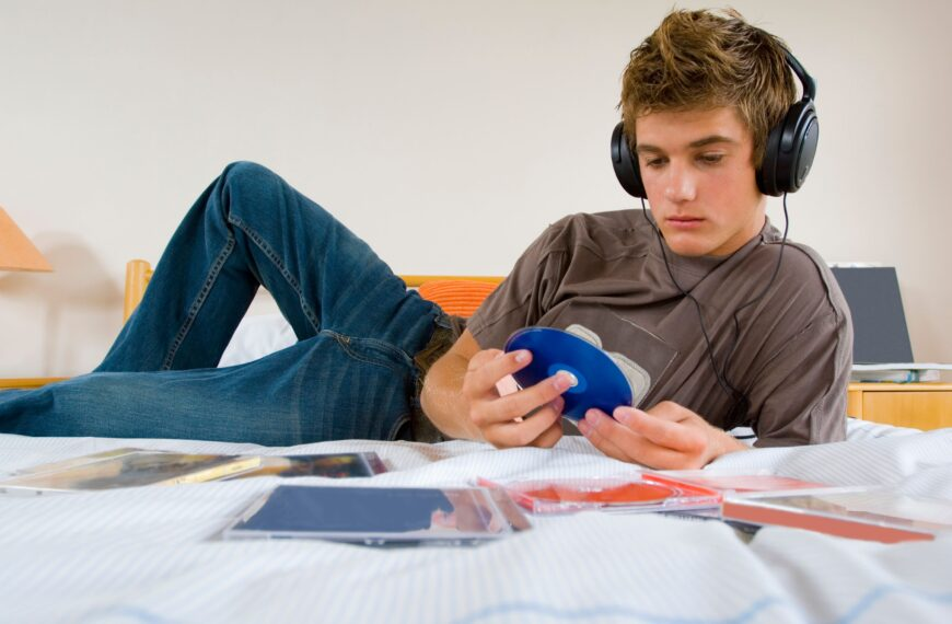Should You Be Upset That Your Teenager Is Looking At Pornography?