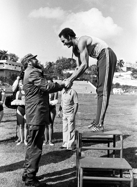Fidel Castro congratulates Alberto Juantorena on the podium Havana 1977 INDER