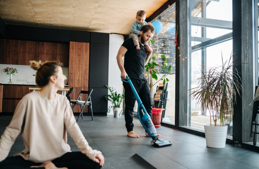The Cleaning Home Workout Plan That Incorporates Your Everyday Activities