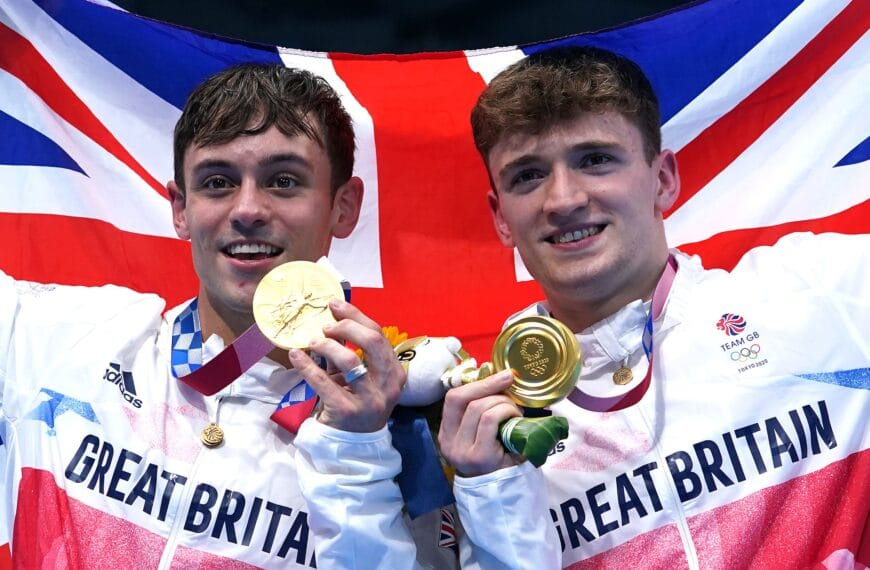 Tom Daley Knitted Pouch Keeps Olympic Gold Medal Safe