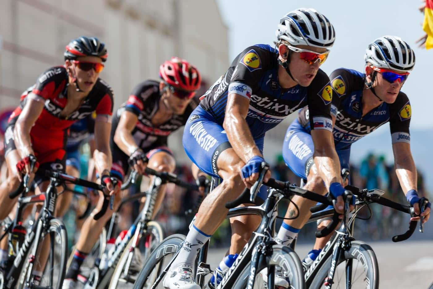 how to choose the right cycling helmet
