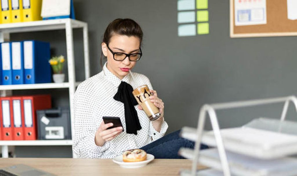Beat the Afternoon Crash at Your Desk: The Sleep-Inducing Foods to Avoid on Your Lunch Break