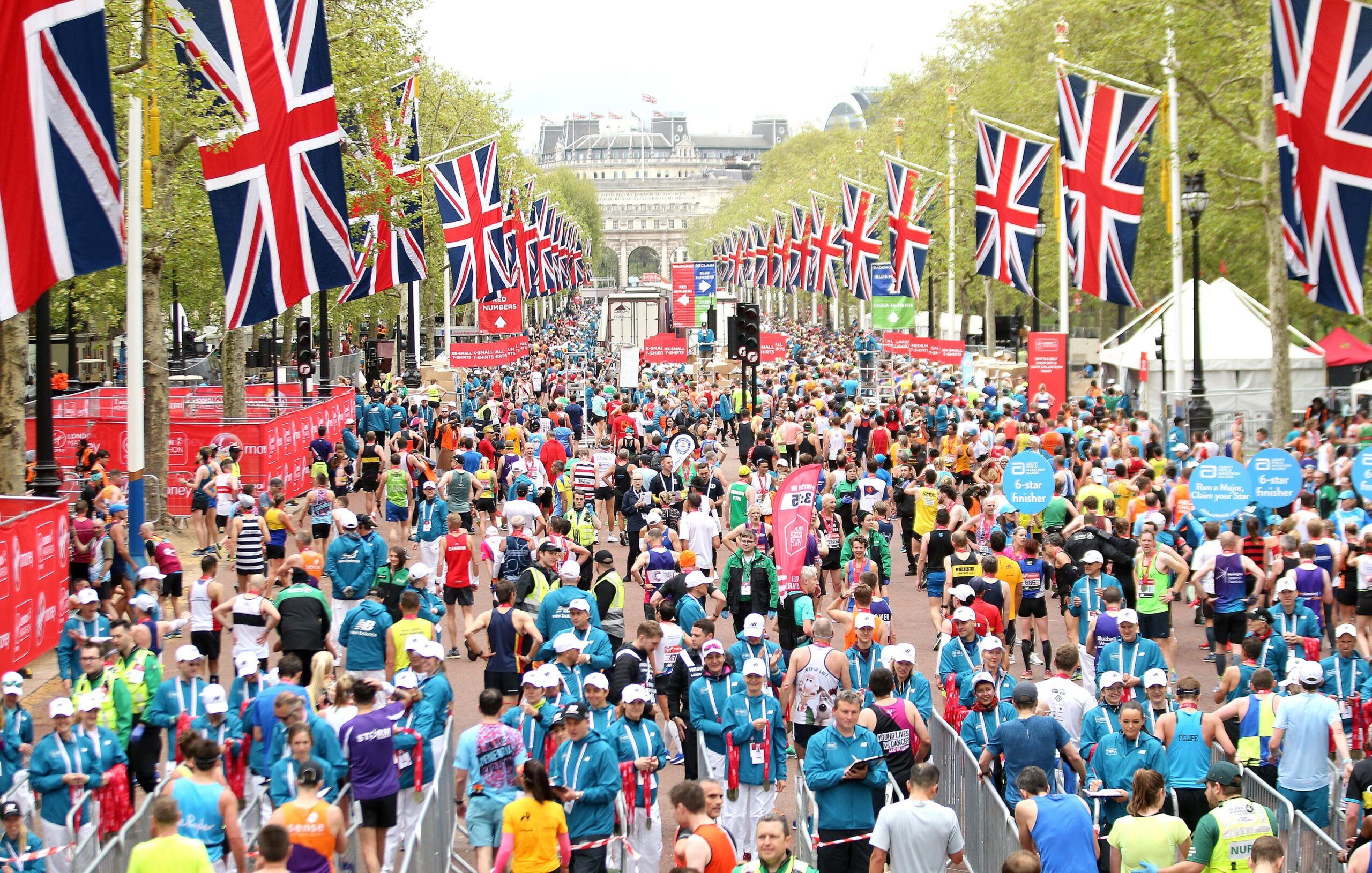 marathon runners on londons pall mall scaled